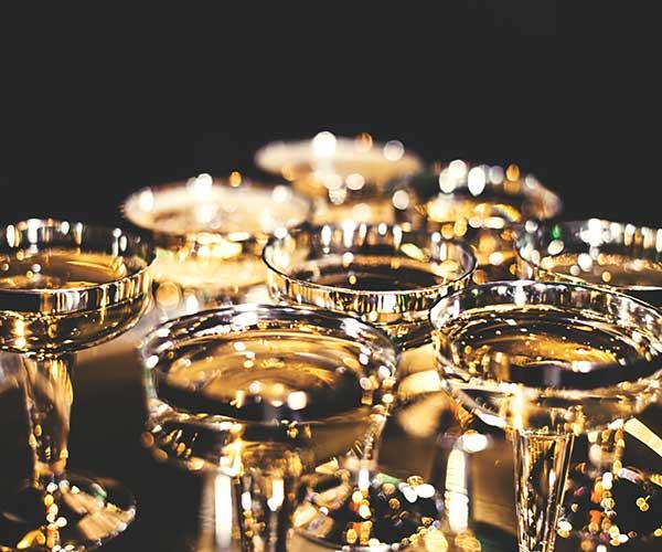 黃金/金條/金飾/戒指/項鍊..等皆可典當質借。黃金價格起起伏伏,每日金價都不同,當您手頭上有黃金時,到當鋪賣黃金不失為一個好選擇。黃金收購、黃金回收,皆為賣斷黃金,以當日市場行情計算,只要您拿黃金來當鋪,絕對以高價收購黃金!