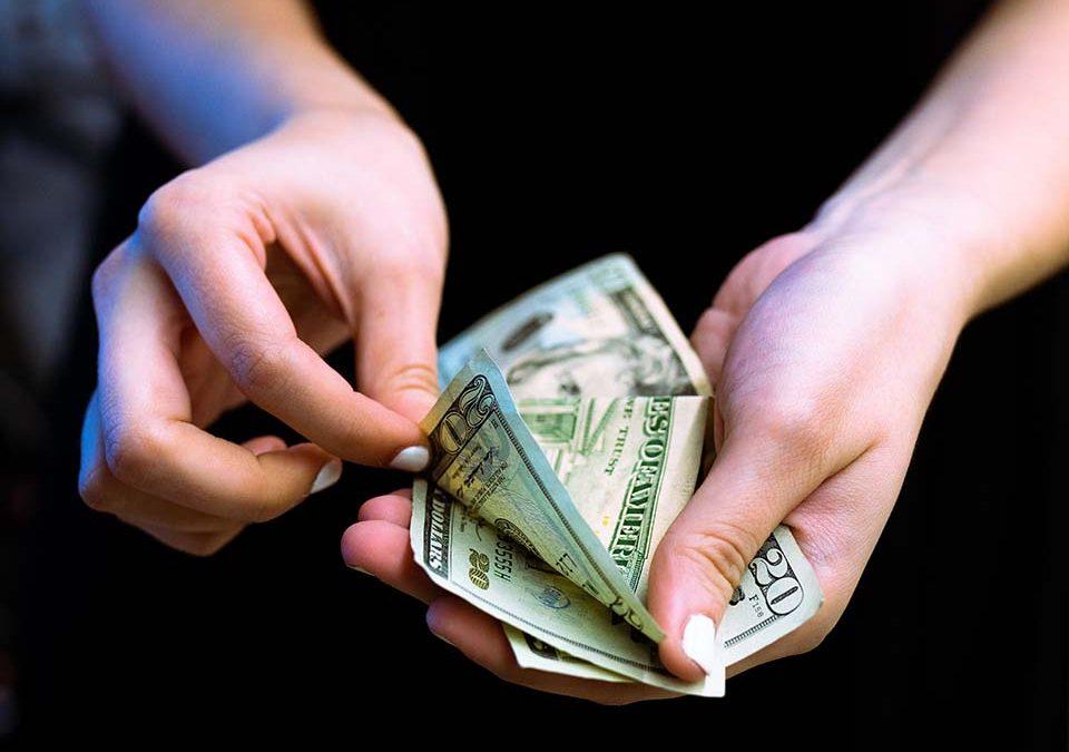 生活中我們總會碰到急用現金需要臨時周轉的情況,這時如果親朋好友資金又不方便的時候,急用現金怎麼辦?該找誰求助?然而能想到快速借錢方法就是去急用現金台中當舖民間金融機構求助。但是一定要記住一點,借錢都是要還的,借錢之前一定要想清楚自己有沒有能力還,如果沒有能力還也不要借,會有很大的信用風險。借錢只能是臨時資金周轉,千萬…